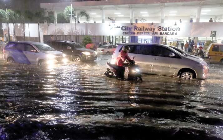 Tindakan Awal Untuk Mobil Terendam Banjir
